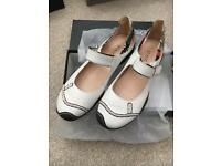Ladies Staccato shoes. Size 6