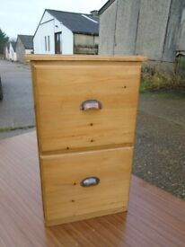 Nice Little Pine Chest Of Drawers In Good Condition.