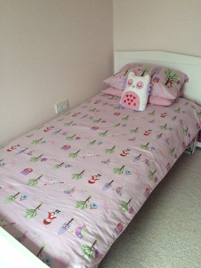 Full bed set with matching curtains Buy, sale and trade ads