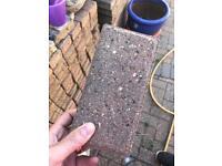 Blocking paving bricks