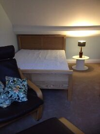 Large double room with en-suite bathroom + office