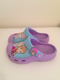 Girl's Frozen crocs with light up charm size 10-11