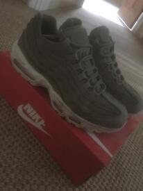 AirMax 95 size 9 Nike not adidas Karky green colour
