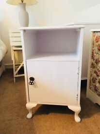 Pretty vintage, shabby chic bedside cabinet.