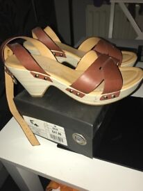 As new Sacatto sandals in excellent condition, collection Hammersmith!
