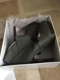 Ladies brand new shoes size 3