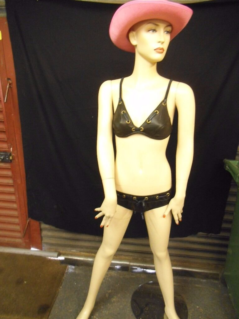 MANNIQUINE SHOP DISPLAY MODEL