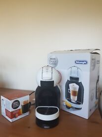 Dolce Gusto coffee machine + 16 coffee pods