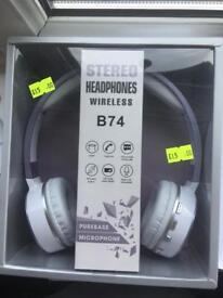 WIRELESS HEADSETS EXCELLENT QUALITY CAN DELIVER LOCALLY FOR £2 extra