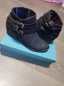Brand New Blowfish Sans Ankle Boots size 6