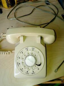 Oakville Vintage Retro Dial Telephone Phone Cream Dialer Dialing - it works!