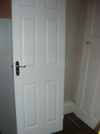 Internal Door 6 Panel Moulded Woodgrain Effect White Chrome Furniture VGC