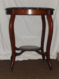 Antique Victorian Occasional table in mahogany.
