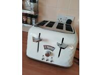 Toaster Nearly New De'Longhi 4 Slice (white)