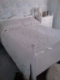 Heavy quilted bedspread king size
