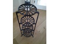 Le Creuset Black Cast Iron Pot / Pan Stand in Excellent Condition
