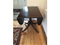 Solid wood extendable Victorian-style dining table