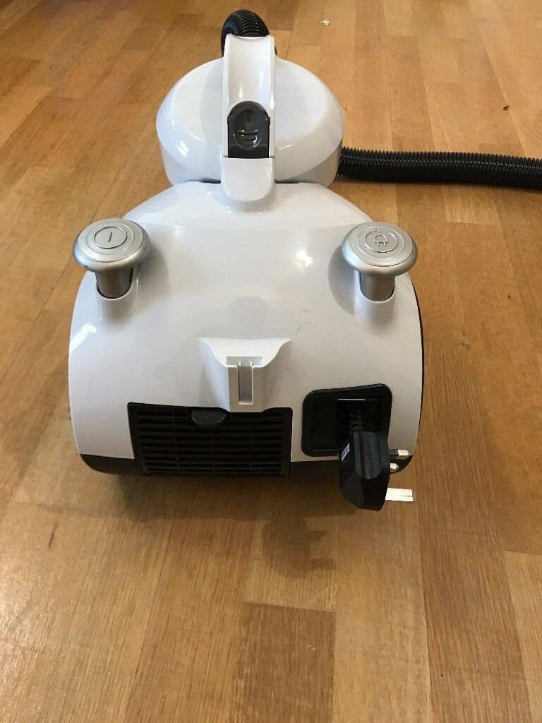 Almost new, rarely used 1 year old vacuum cleaner