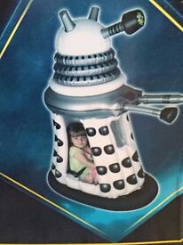 Doctor who ride in battery operated darlek white comes boxed