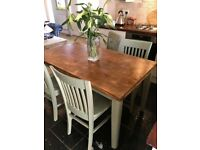 Pine Solid Vintage Dining kitchen Table and 4 Chairs removable Legs Outstanding