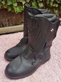 Ladies size 5 leather motorbike boots