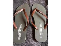 Men's soul cal flip flops size 9