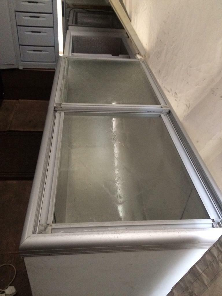 White sliding door W 150cm chest freezer good condition with guarantee bargain
