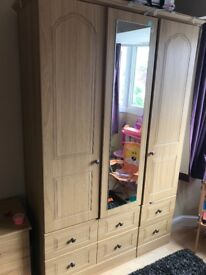 Bedroom set. Waredrobe, Chest of drawers etc