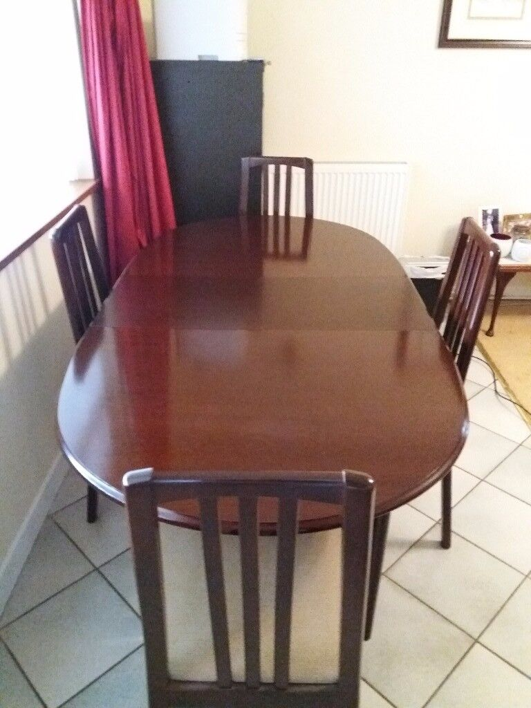 Dining table with 4 chairs. Excellent condition.