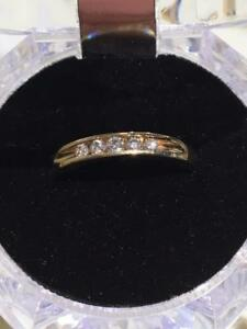 #1307 14K LADIES YELLOW GOLD 5 DIAMOND WEDDING BAND SIZE 8 1/2 **JUST BACK FROM APPRAISAL AT $1950.00**