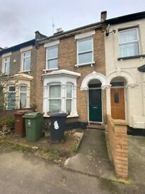 Spacious 3 Bed House Located In Leytonstone E11