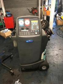 Six robinair air con machine