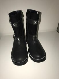 Start rite *** Brand New Girl Boots*** size 11. Bought as present, but do not fit.