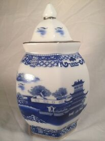 Ringtons Ginger Tea Jar in Willow Pattern Urn Blue and White