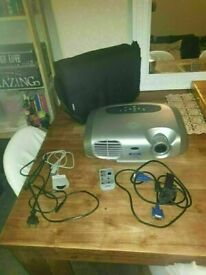 Epson EMP S1 - LCD projector - 1200 ANSI lumens - 800 x 60 EXCELLENT CONDITION AND FULLY WORKING
