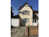 BRIGHT AND SPACIOUS 4 BED 2 RECEPTIONS HOUSE FOR SALE