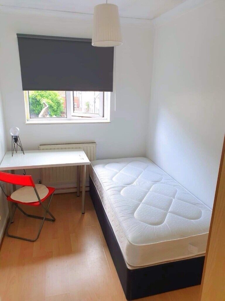 Single room with lovely garden is vacant now  2 weeks deposit  No fee  required  Hurry up! | in Canning Town, London | Gumtree