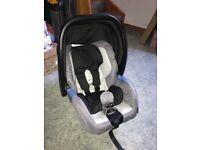 Recaro Privia 0+ car seat and iso fix base