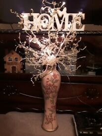 ORIENTAL STYLE VASE WITH ELECTRIC LIGHT UP TWIGS