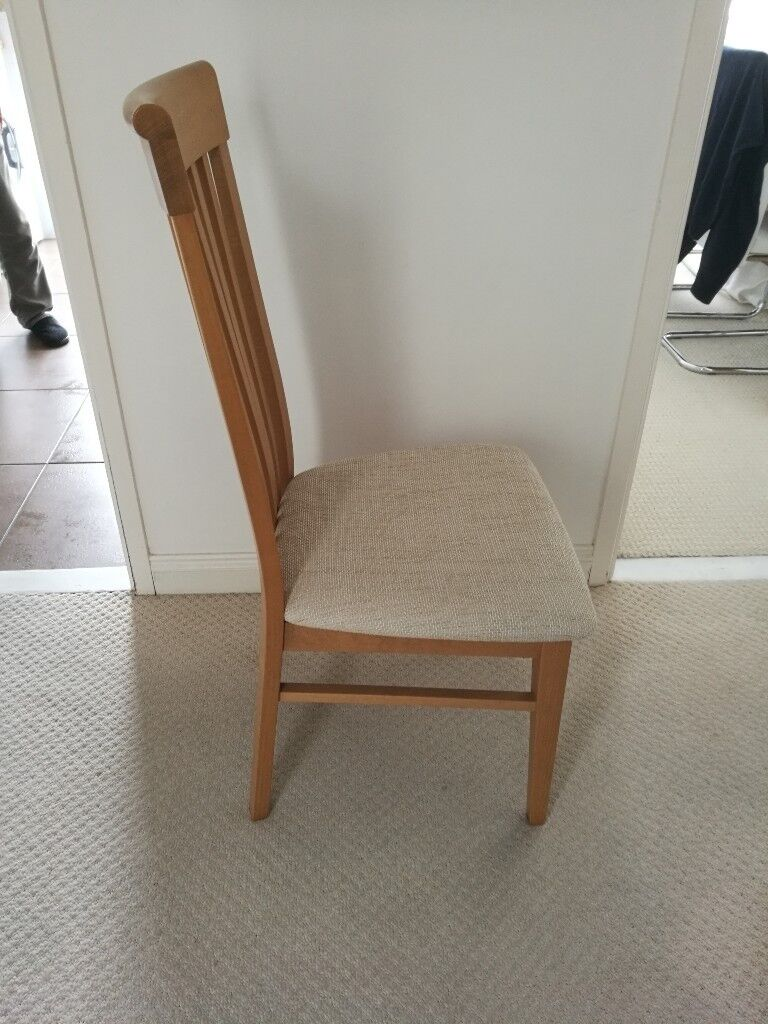 6 cream and oak dining chairs in new condition