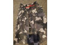 Boy's fleece dressing gown age 8-10yrs - Grey/Black Camo pattern