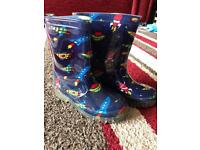 Kids wellies size 10 like new with flashing lights