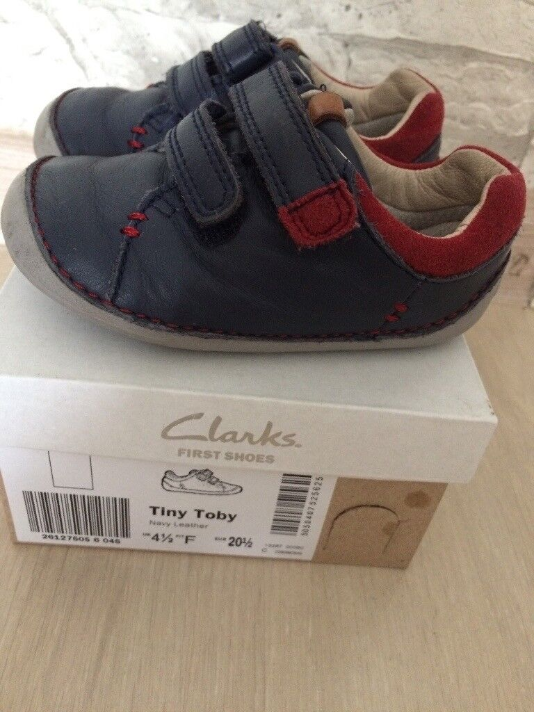 *Boys Clarks first shoes size 4,5 F, perfect condition **