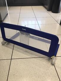 Children's bed barrier