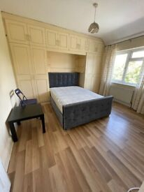 BEAUTIFUL DOUBLE ROOM FOR RENT IN HOUNSLOW CENTRAL