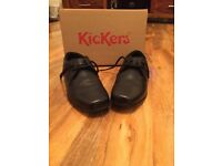 Boys size 4 kicker leather shoes.