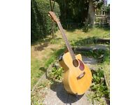 Excellent condition Freshman FA1AM. Solid sitka spruce top, quilted maple acoustic guitar
