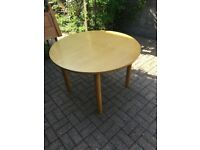 Round Wooden 4- 6 (Oval) person Extending table