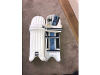 These are Gunn and Moore cricket pads going for a great price and they are hardly used.
