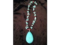 TURQUOISE, REAL PEARL AND JET NECKLACE.